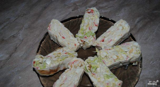 Лаваш с крабовыми палочками и плавленым сыром