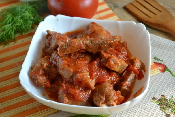 Рецепт гуляша из свинины с подливкой с помидорами