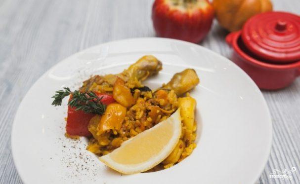 Паэлья с морепродуктами и курицей