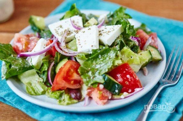 Легкий летний салат с фетой