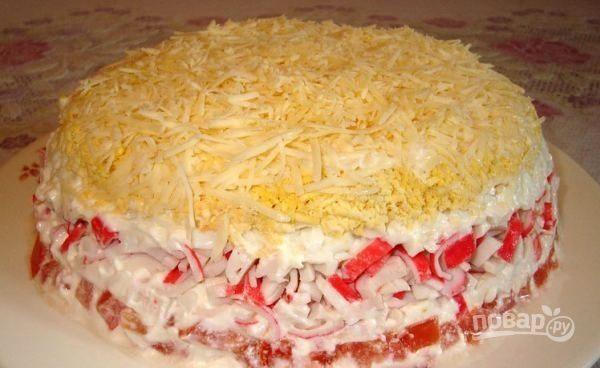 салат из крабовых палочек с помидорами и яйцами