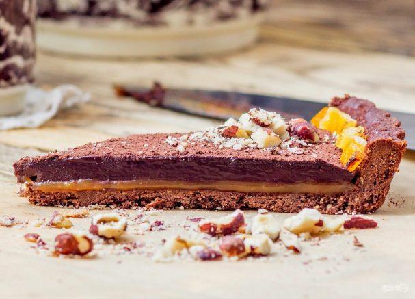 Тарт с шоколадным ганашем и соленой карамелью