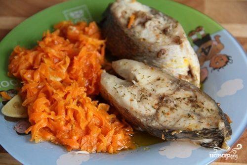 Тушеная рыба с морковью