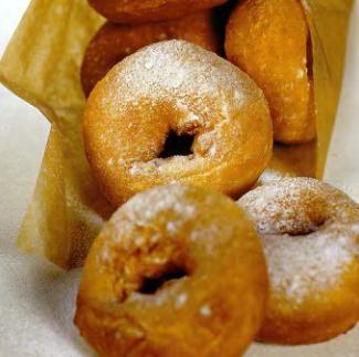 Пончики с апельсиновым соусом
