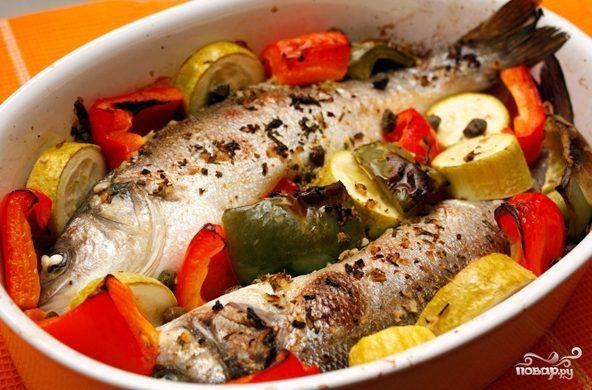 Запеченный сибас с овощами