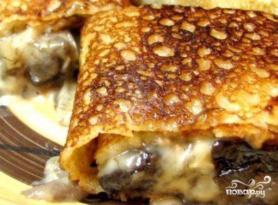 Вкусные блинчики с грибами и сыром