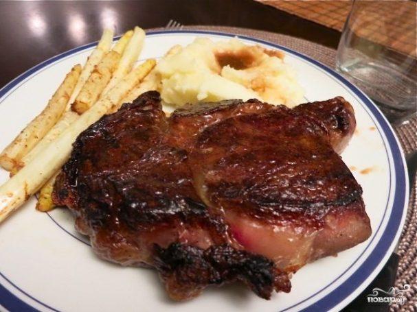 Вкусный стейк из говядины