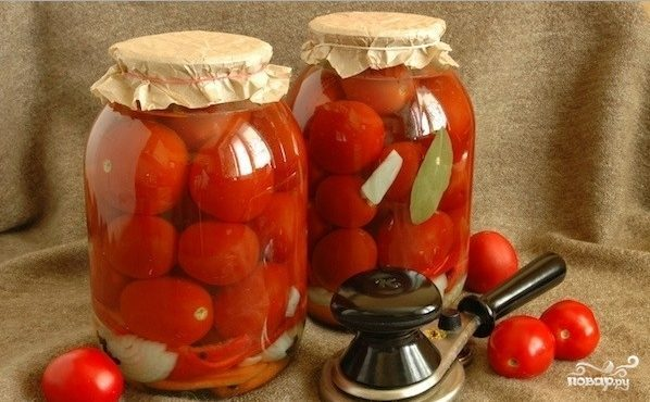 Засолка помидоров с луком на зиму