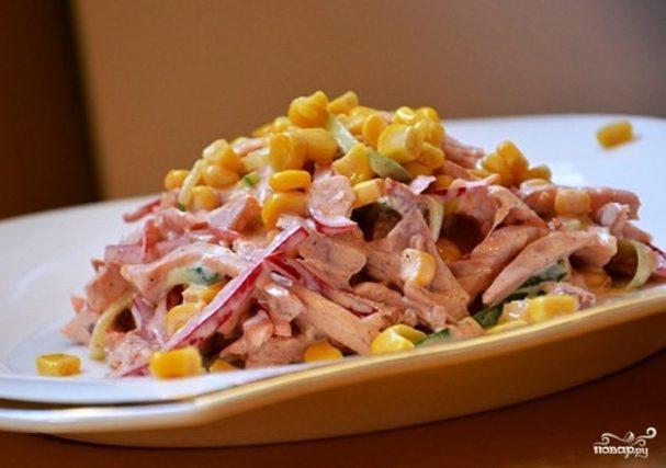 Салат гусарский с копченой курицей