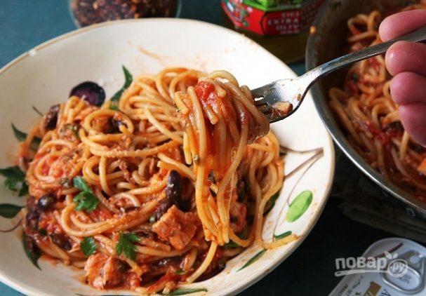 Паста с анчоусами и оливками