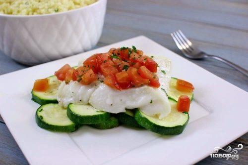 Филе тилапии, запеченное с овощами