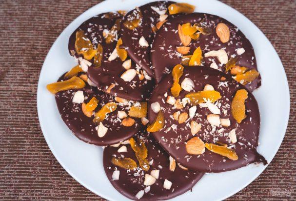 Шоколадные конфеты с орехами и курагой