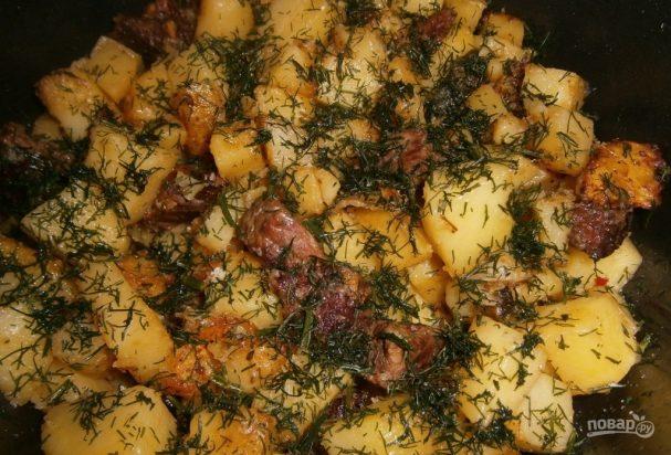 Жареное мясо с картошкой в мультиварке