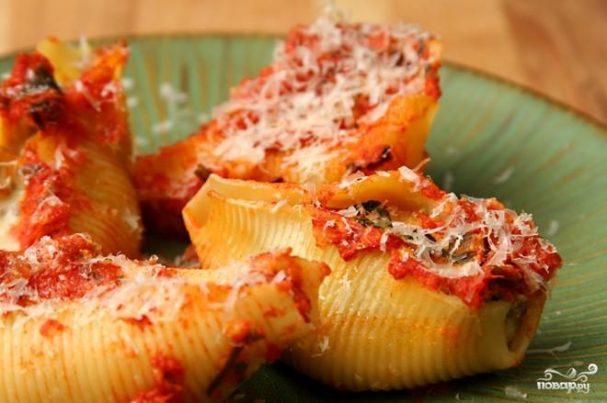 Паста, фаршированная колбасой и шпинатом