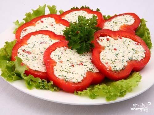 Перец, фаршированный сыром и зеленью