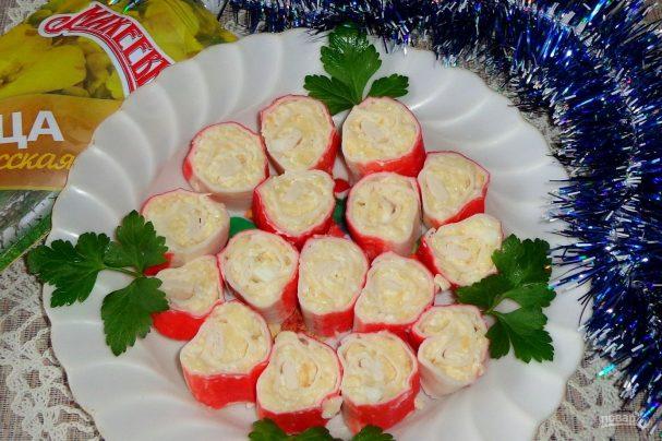 Рулетики из крабовых палочек с яйцом и сыром