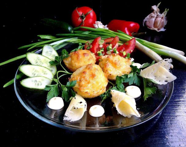 Слоеный запеченый картофель с сыром