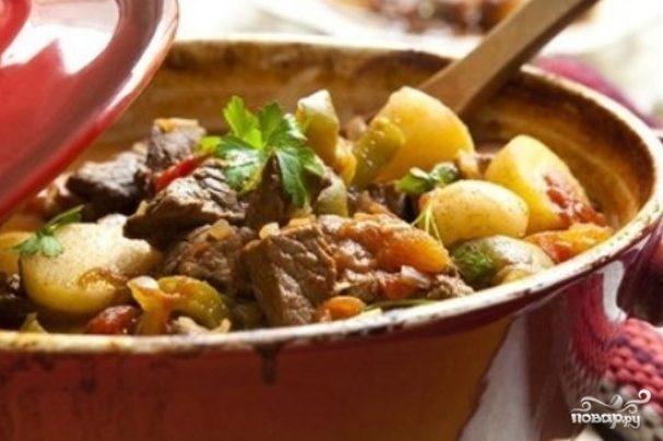 Горячее праздничное мясное с овощами блюдо Нарханги