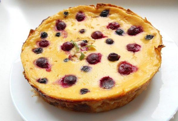 Слоеный пирог с ягодами