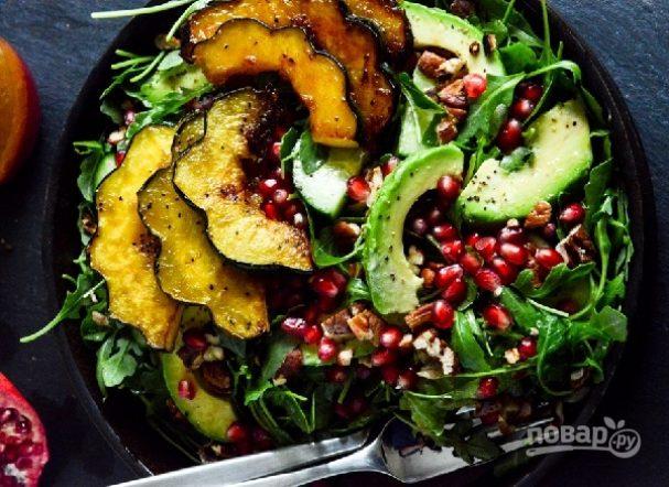Салат из тыквы и рукколы с орехами и гранатом