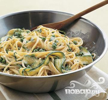 Спагетти с горошком и цуккини