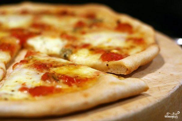 Пицца с копченым сыром