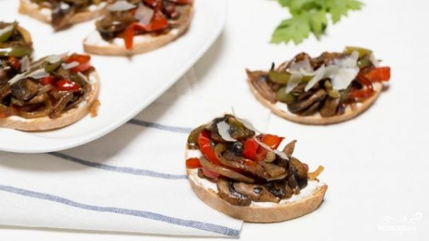 Бутерброды с грибами и перцем