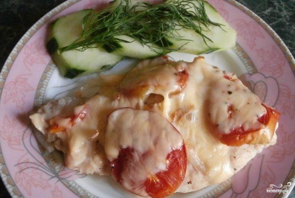 Куриная грудка с помидорами в духовке