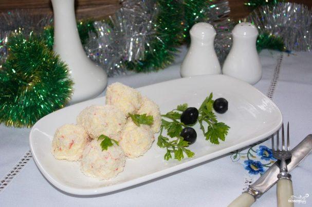 """Новогодний салат """"Снежки"""" из крабовых палочек"""