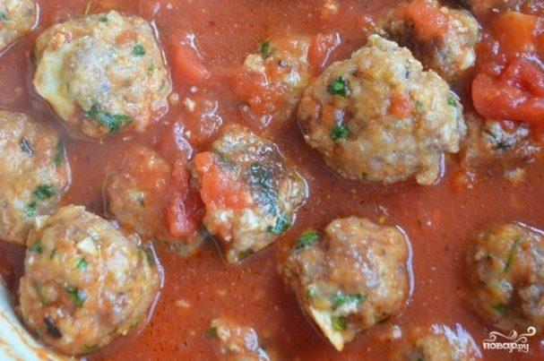 Мясные шарики с моцареллой в томатном соусе (фрикадельки)