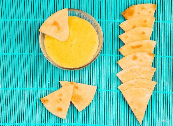 Начос с сырным соусом