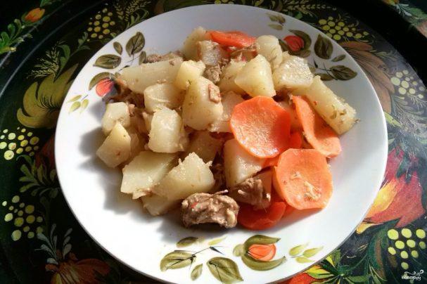 Тушеное мясо с картошкой в мультиварке