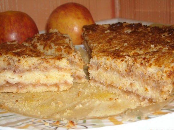 Пирог из манки с яблоками