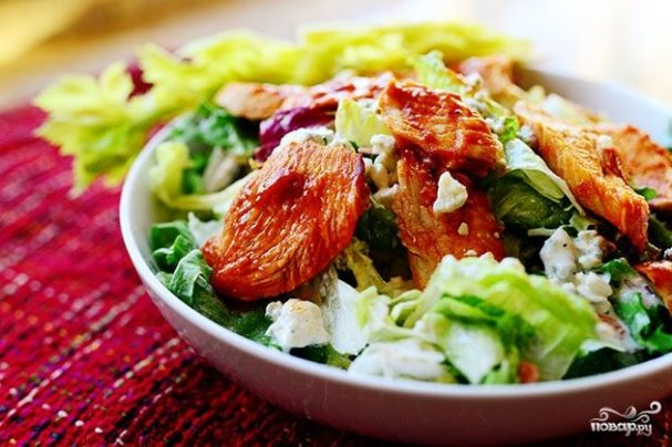 Салат с курицей Буффало
