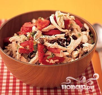Салат с курицей, рисом и фасолью