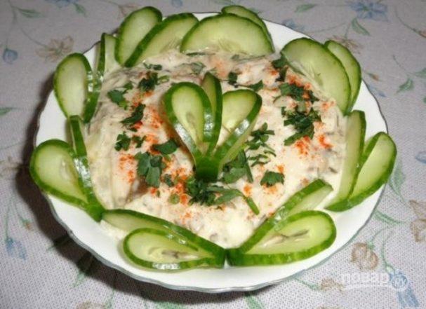 """Салат """"Изумрудный"""" с ветчиной, грибами и сыром"""
