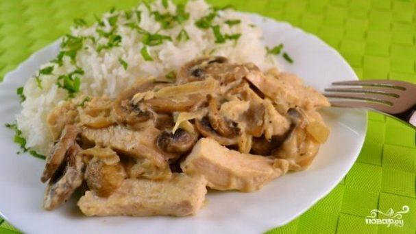 Тушеная картошка с курицей и грибами