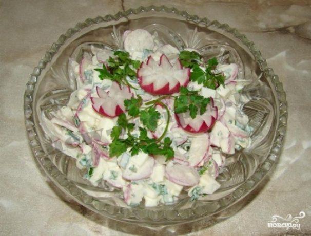 Салат весенний с редиской