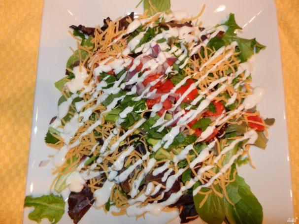 Салат из свежих овощей с майонезом