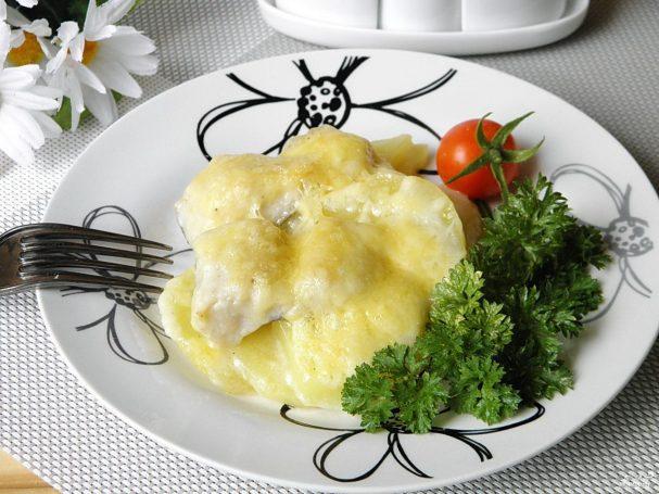 """Рыба под соусом """"Бешамель"""" в духовке"""