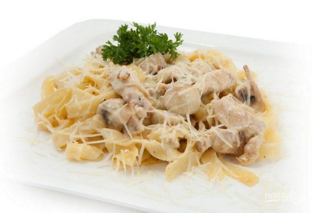 Фетучини с курицей и шампиньонами в сливочном соусе рецепт пошагово