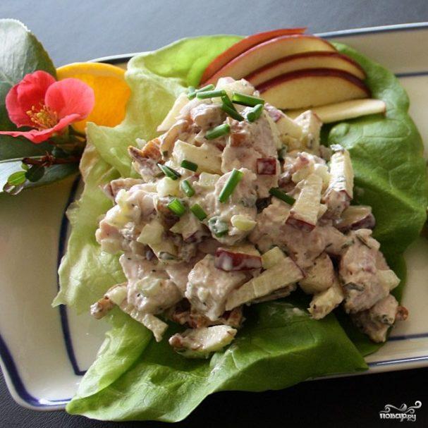 Салат из филе индейки с яблоком