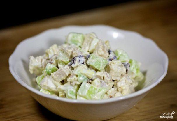 Салат новогодний с черносливом