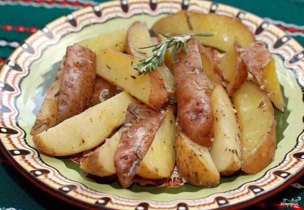 Картошка с розмарином в духовке