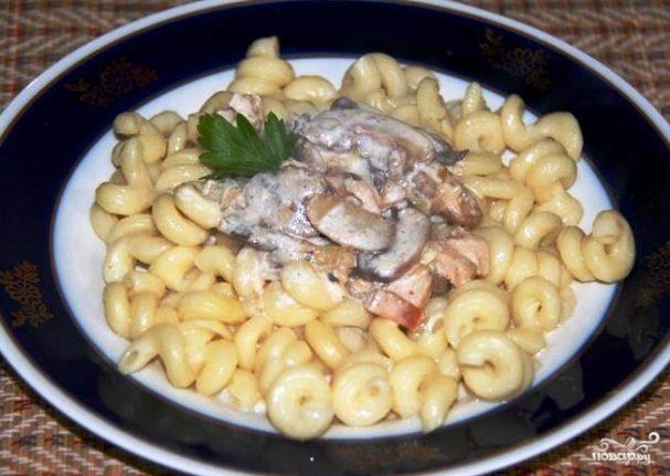 Паста с грибами в сметанном соусе