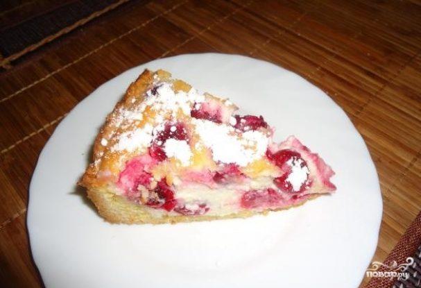 Вкусный пирог с вишней и творогом