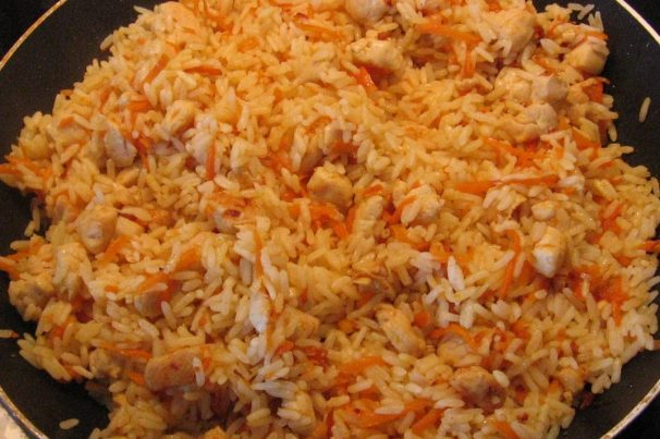 Как плов приготовить из курицы на сковороде рецепт пошагово