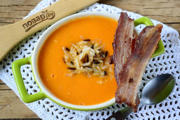 Томатный крем-суп с хрустящим рисом
