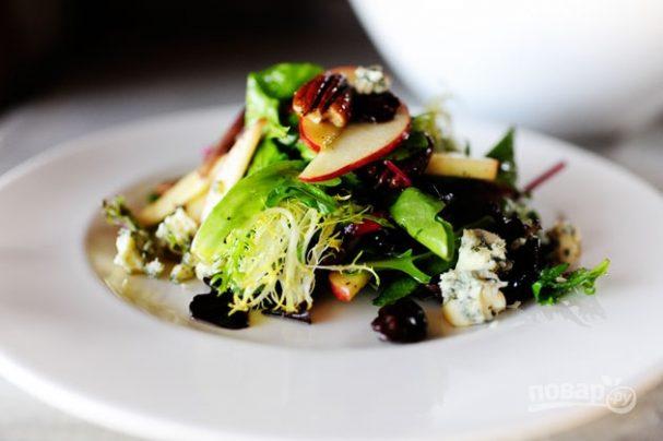 Салат с вишней и голубым сыром