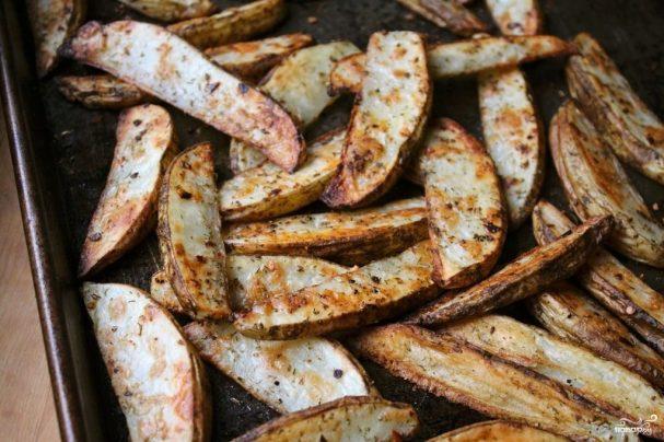 Запеченный картофель дольками